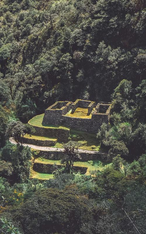 Hidden-inca-ruin-along-inca-trail