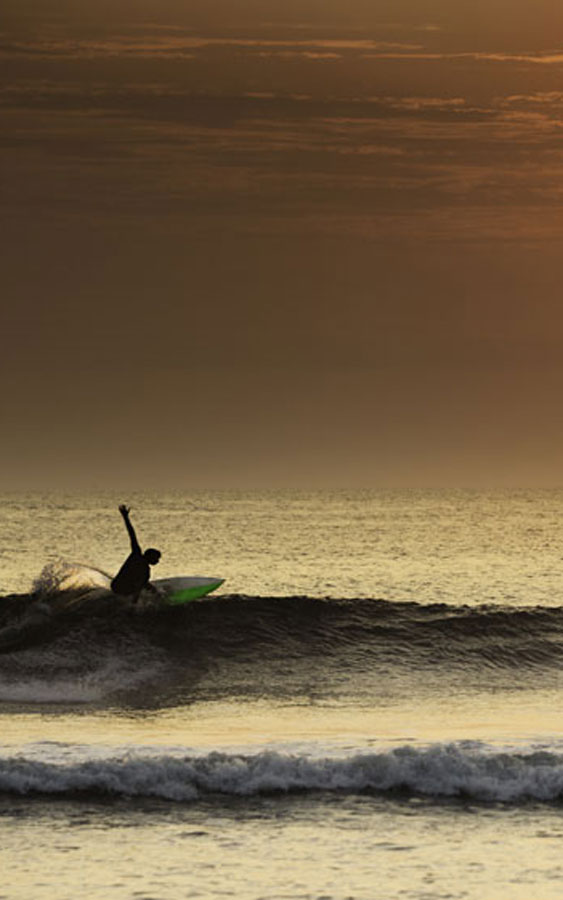 Surfer-making-a-perfect-turn-in-a-beautiful-sunset-in-northern-Peru,-South-America.-(1)